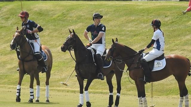 Gb: una partita a polo per il principe William