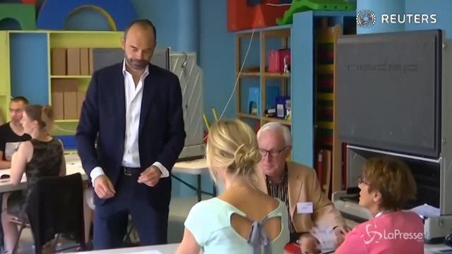 Voto Francia, il primo ministro Edouard Philippe al seggio
