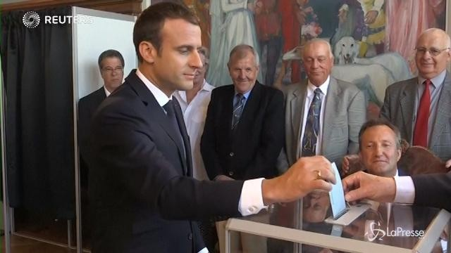 Francia, Macron al seggio