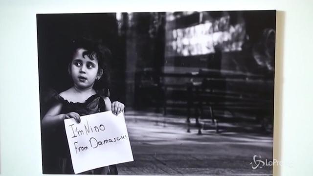 L'Onu espone foto di piccoli profughi a Budapest