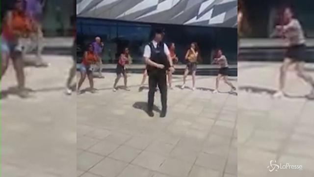 VIDEO Poliziotto ballerino si scatena su note di Justin Timberlake