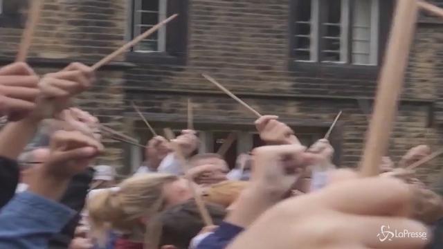 Harry Potter da Guinness: quasi in 700 vestiti da maghetti in Inghilterra