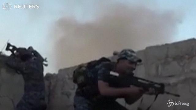 Mosul, forze irachene combattono l'Isis nella Città Vecchia