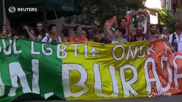 Istanbul sfida Erdogan: in strada la marcia arcobaleno del Gay Pride