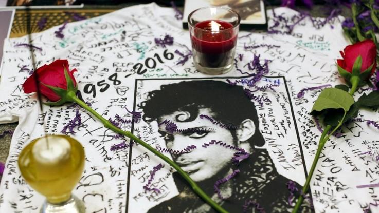 Prince disse ai fan: Aspettate qualche giorno per le preghiere