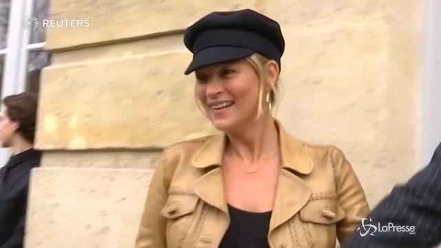 VIDEO Londra, statua in silicone per la splendida Kate Moss