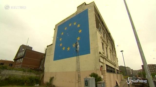 VIDEO Forse finirà in vendita il murale di Banksy su Brexit