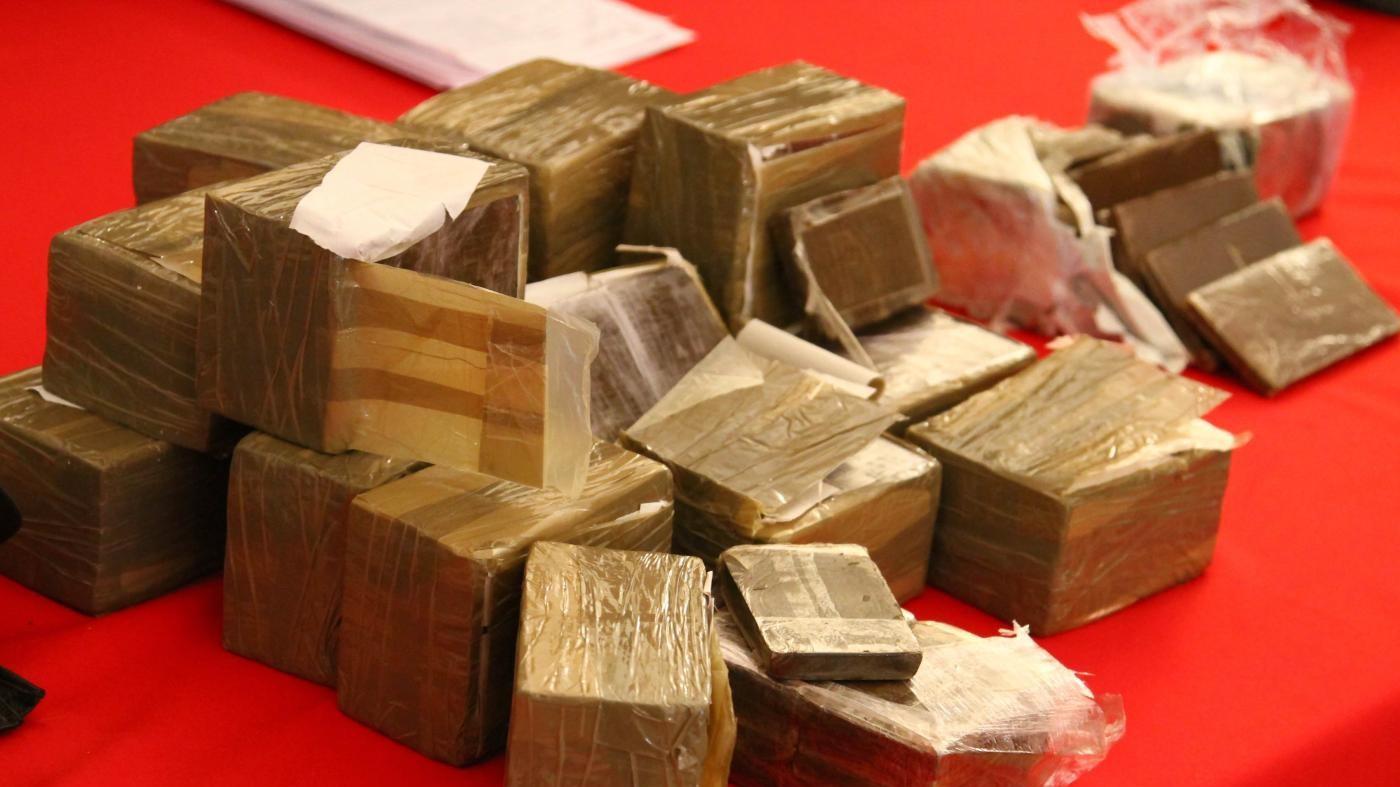 Roma, nasconde su furgone 230 kg di droga sotto cuscini: arrestato