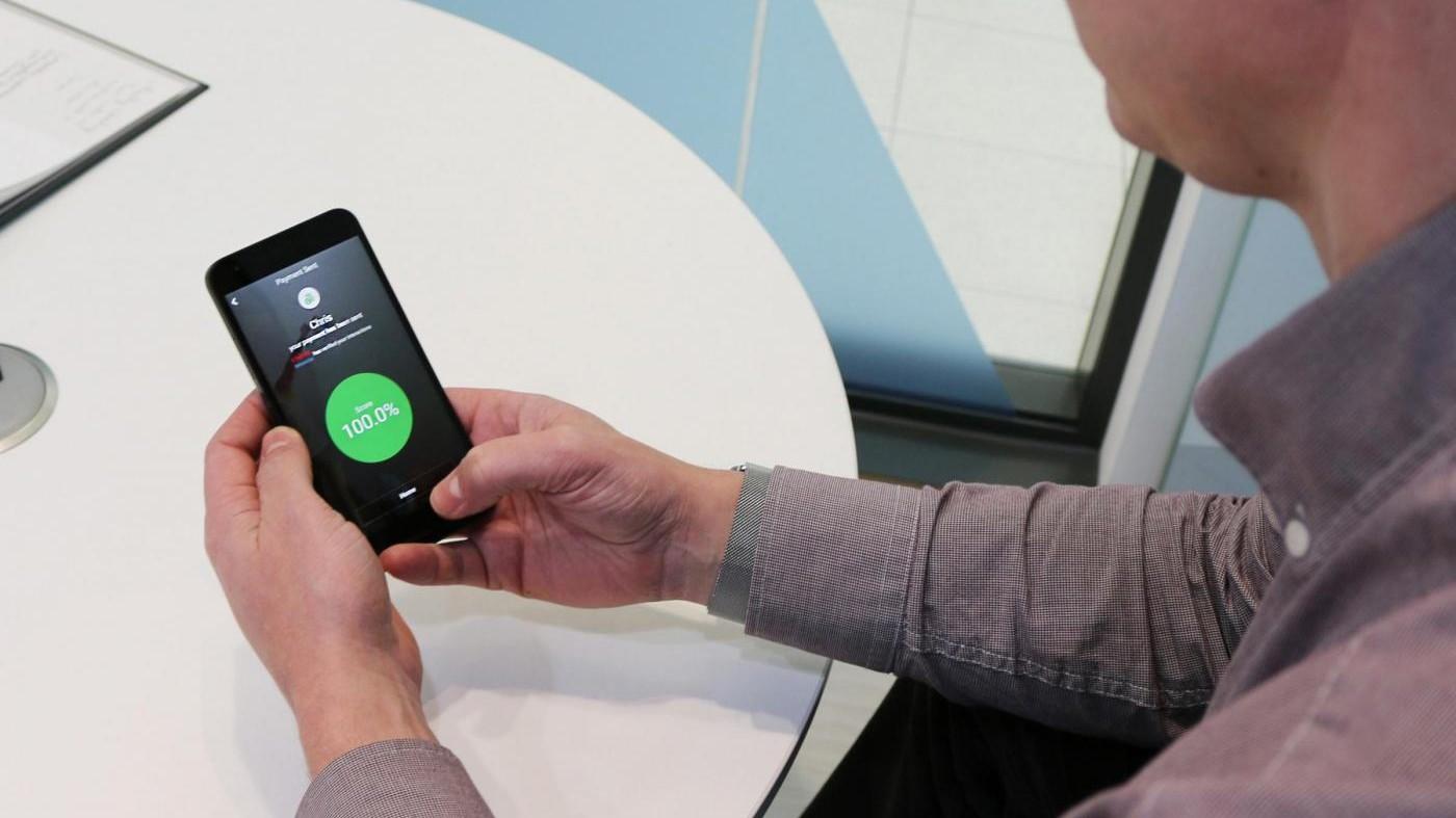 Arriva l'ECG da polso: ora si controlla con lo smartphone