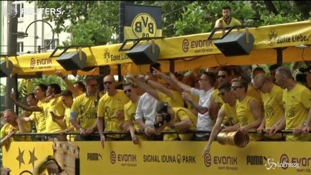Borussia vince la Coppa di Germania, festa a Dortmund