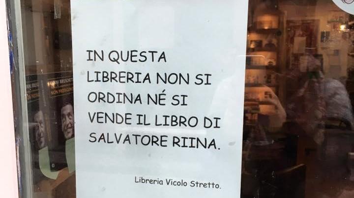 Catania, libreria chiude scaffali a libro Riina jr