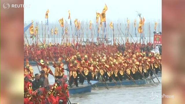 Cina: al via la gara fra le barche ornamentali