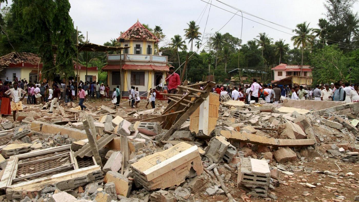 India, incendio in un tempio: oltre 100 morti, 350 i feriti