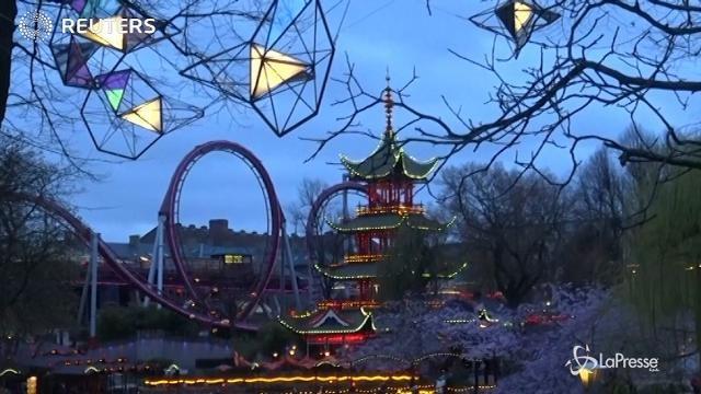 A Copenaghen un parco divertimenti con luci d'autore