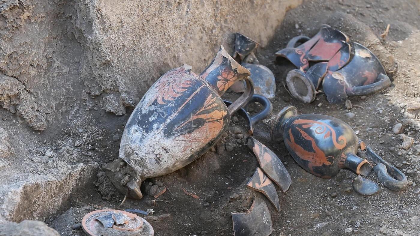 Enna, reperti archeologici sequestrati in casa pregiudicato