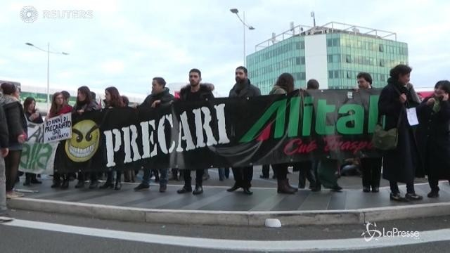C'è l'intesa su Alitalia, prima il Referendum