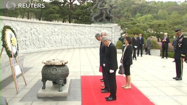 Usa, Pence visita il cimitero nazionale di Seul
