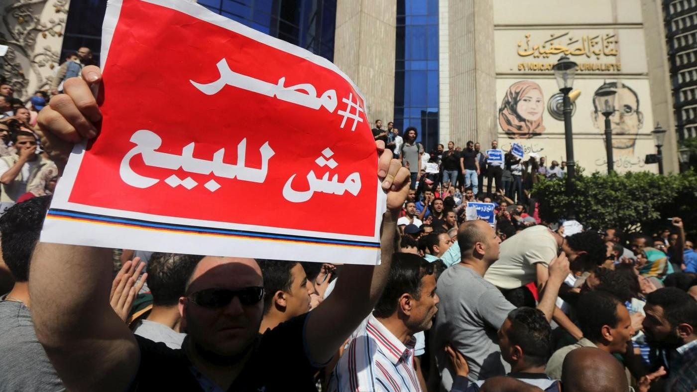 Egitto, scontri al Cairo: polizia usa gas contro manifestanti