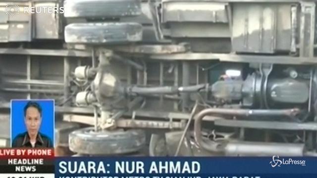 Indonesia, scontro bus-auto-moto: almeno 11 morti