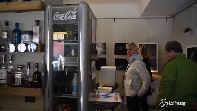 VIDEO Primarie Pd, a Milano si vota anche al bar
