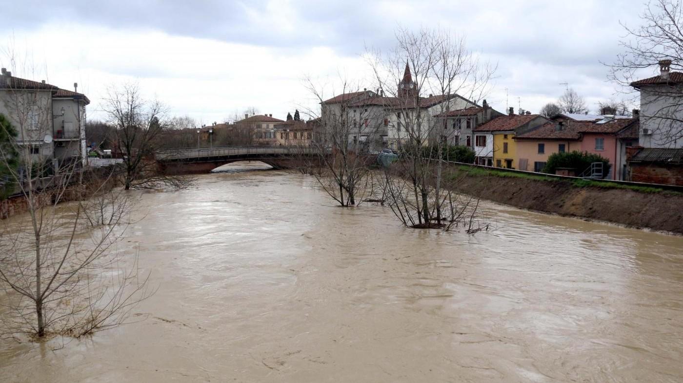 Maltempo, due morti a Lamezia Terme: auto finisce nel torrente
