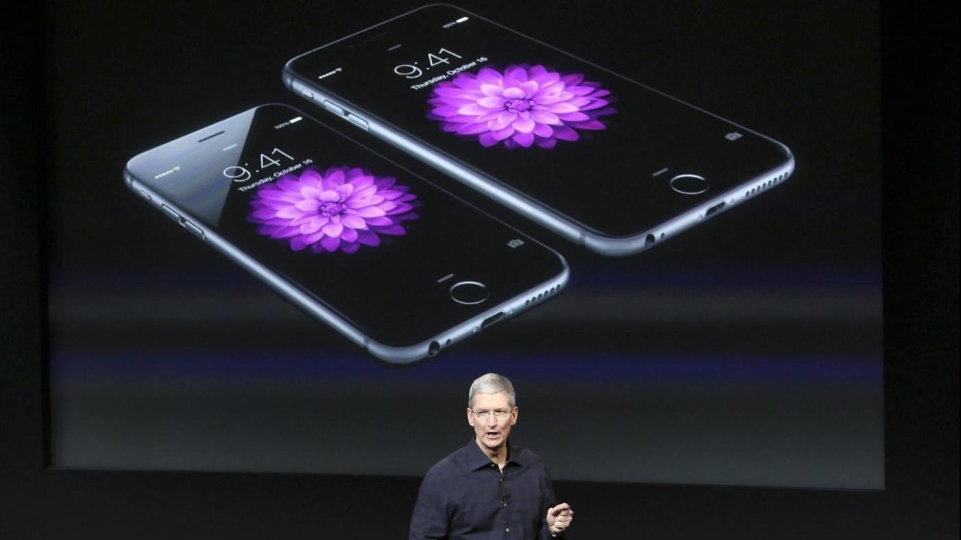 Apple presenta nuovo iPhone SE, più piccolo ed economico