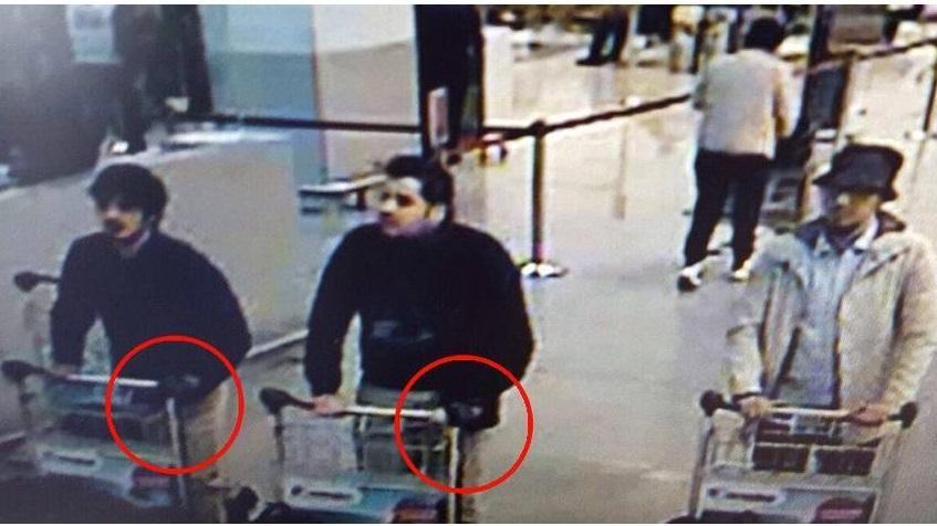 Attacco terroristico a Bruxelles, esplosioni in aeroporto e metro vicino sede Ue: 31 morti e oltre 200 feriti. Caccia al terzo uomo
