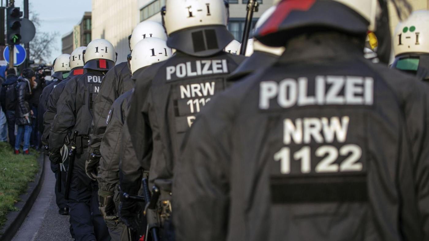 Germania, attacco curdi contro manifestanti turchi: 36 arresti