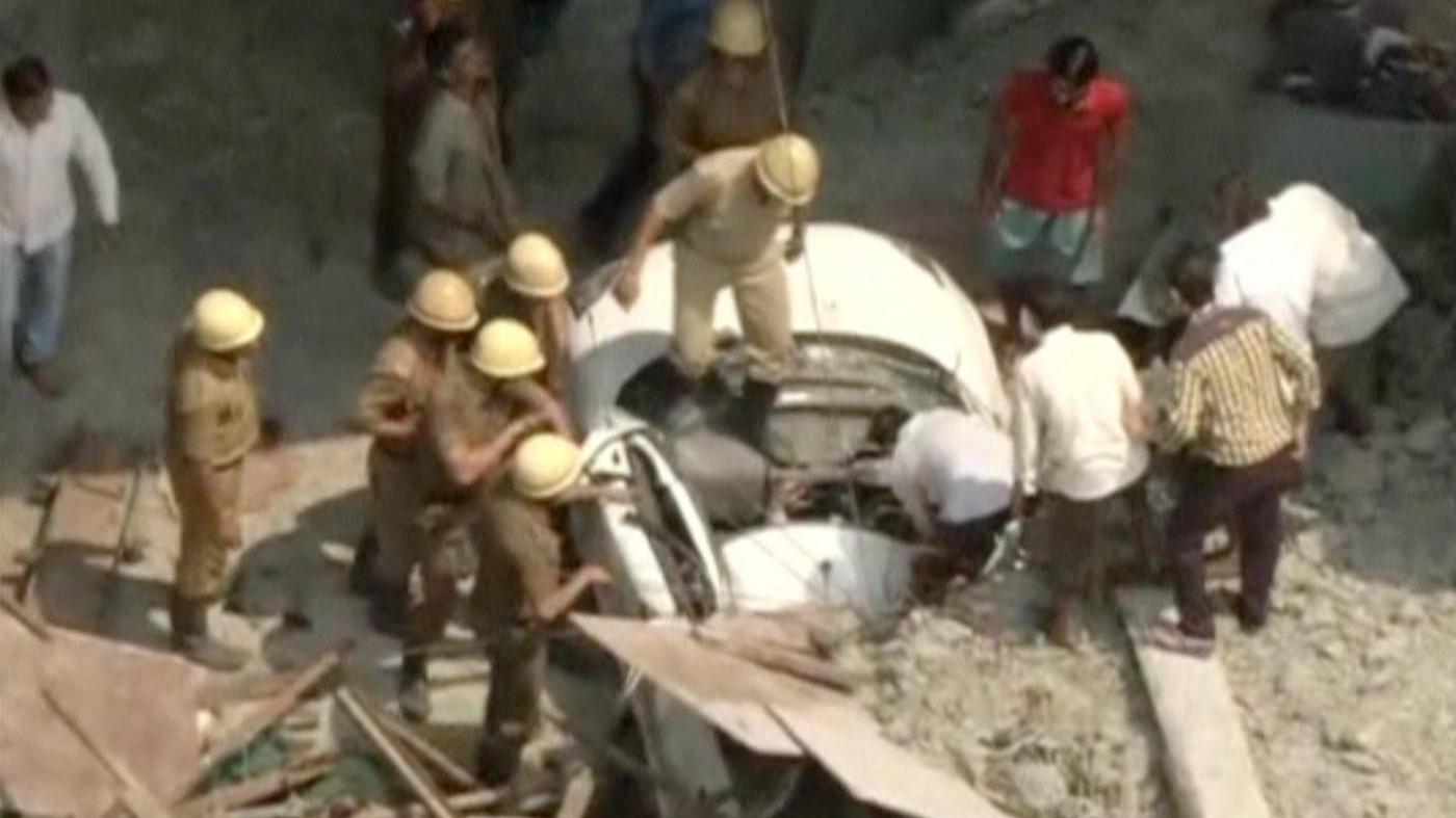 India, crolla cavalcavia a Calcutta: 16 morti, 78 feriti