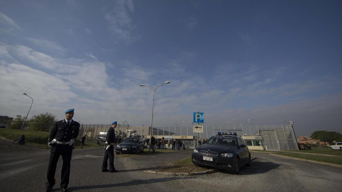 Roma, prosegue caccia a evasi Rebibbia: polemiche su sicurezza