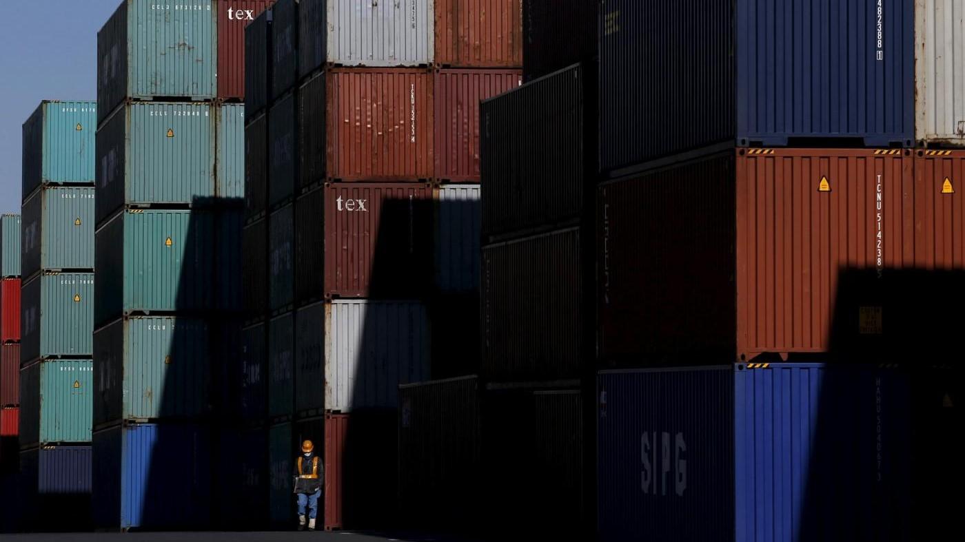 Export +3,7% nel 2015 ma frena a dicembre, è boom auto