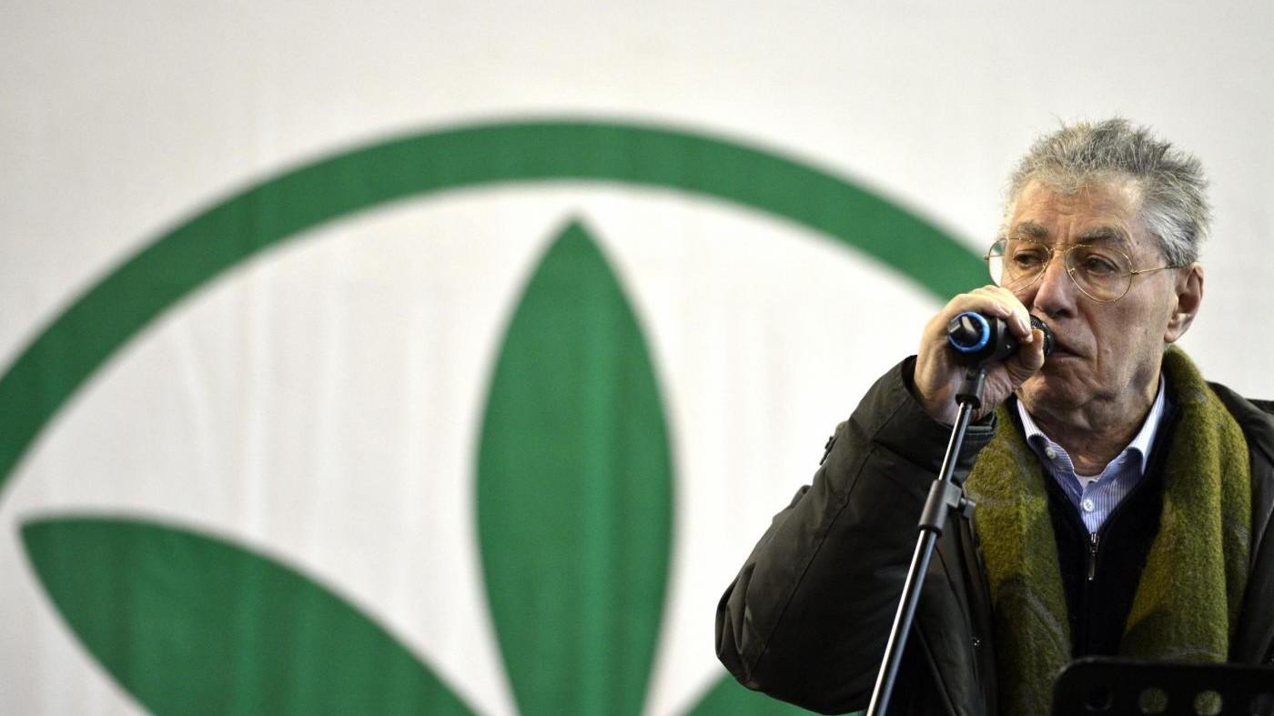 Lombardia, Bossi: Maroni non deve dimettersi, non c'è nulla di storto