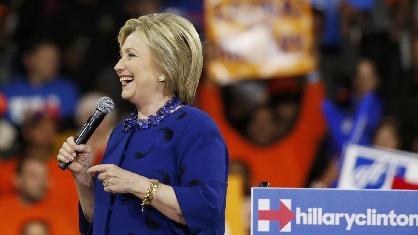 Il look di Hillary Clinton: giacche colorate per vincere elezioni