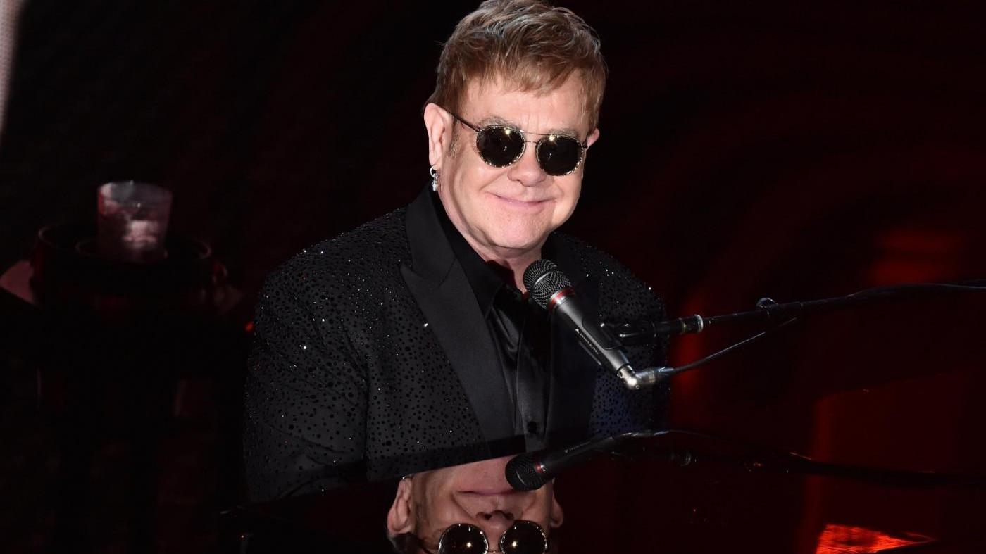 Un Sanremo arcobaleno: Elton John stronca le polemiche