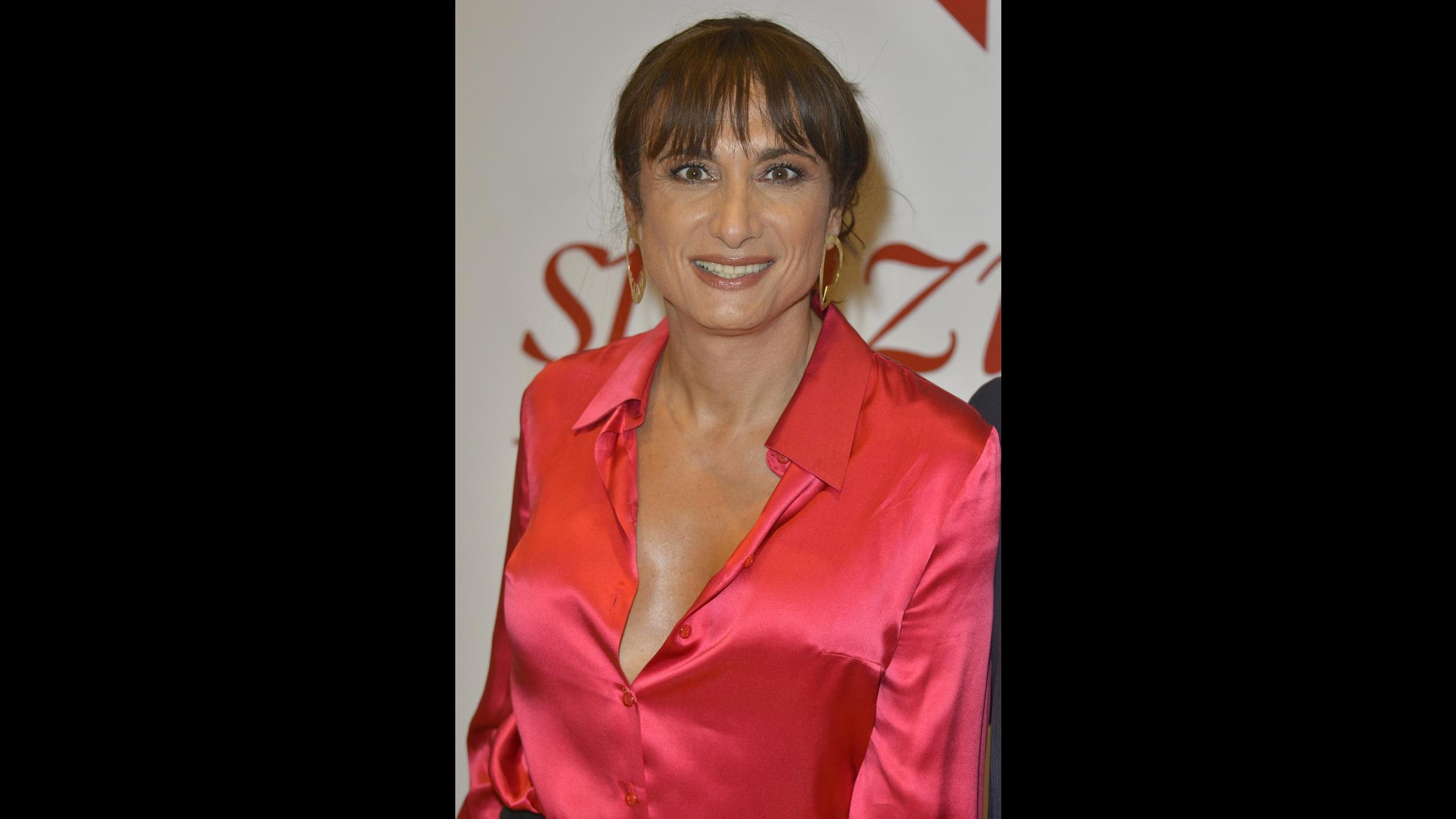 In romanzo Luxuria dà addosso a conduttrice tv. D'Urso: Non sono io