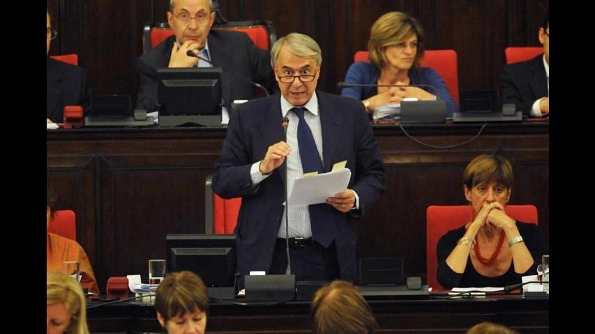 Pisapia giura da sindaco di Milano. Scintille con la Moratti
