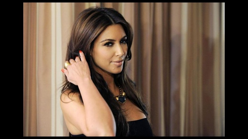 Kim Kardashian fa causa alla Gap per una modella che le somiglia