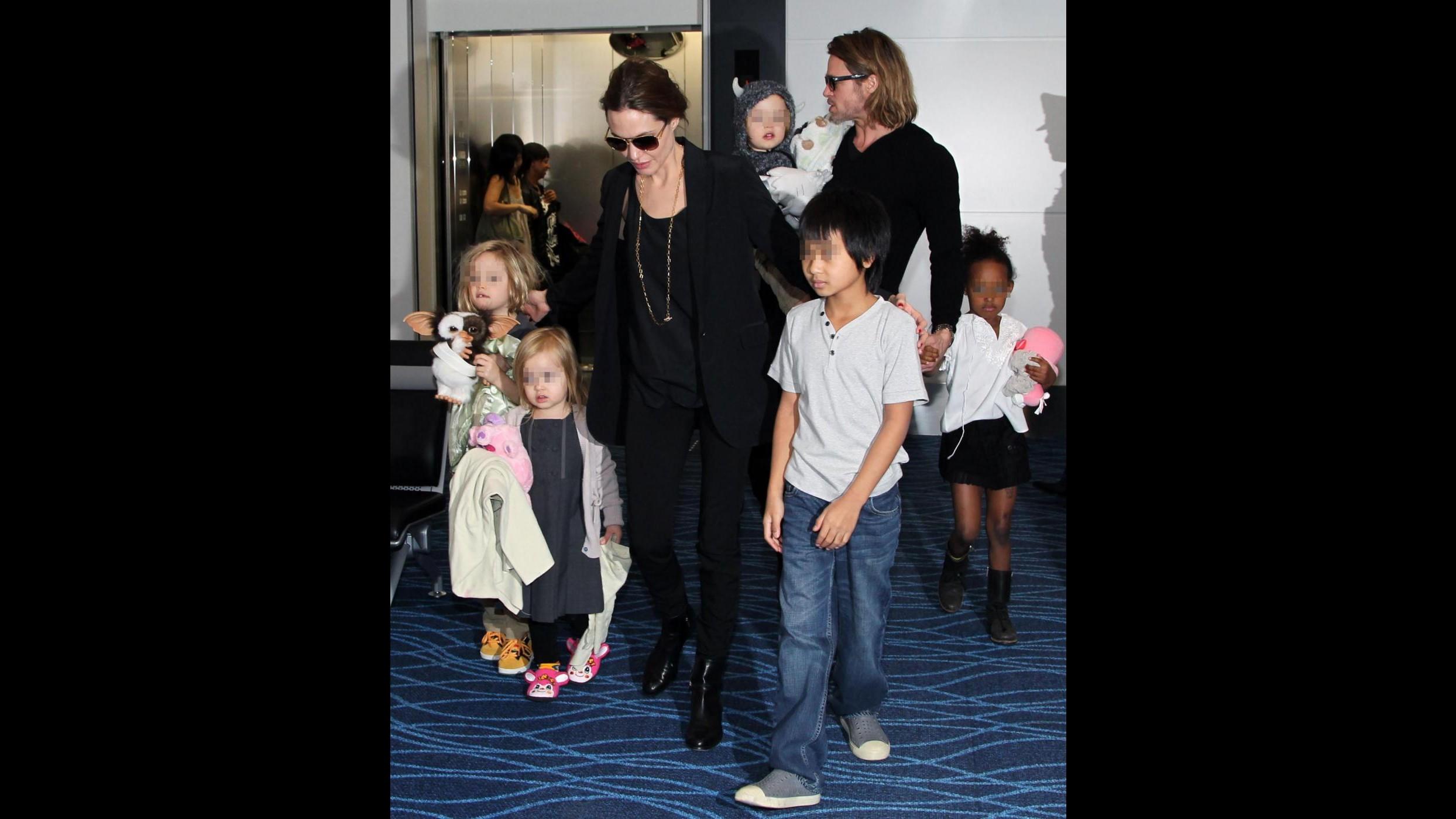 Pitt e Jolie fanno conoscere al figlio Pax la nonna biologica