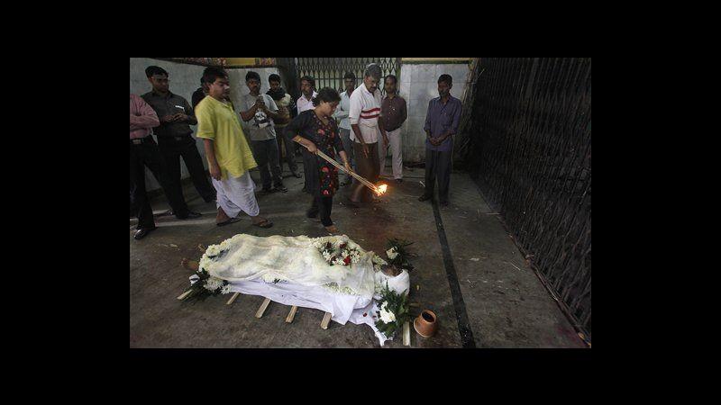 Ospedali indiani rivedono norme sicurezza dopo incendio di Calcutta