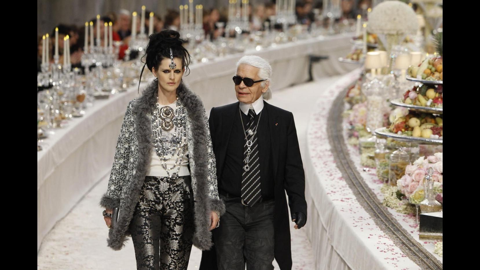 Sfilata Chanel, atmosfere indiane al 'Métiers d'art show'