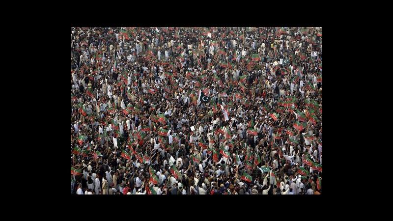Pakistan, 100mila a Karachi per Khan, stella cricket scesa in politica