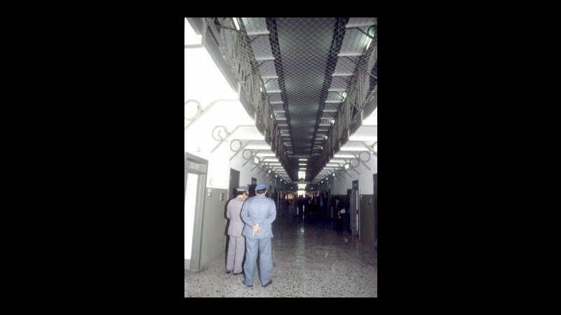 Rivolta in carcere a Bolzano, medici bloccati poi rilasciati