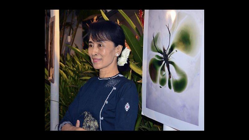 Birmania, Aung San Suu Kyi in tour elettorale: Porteremo democrazia