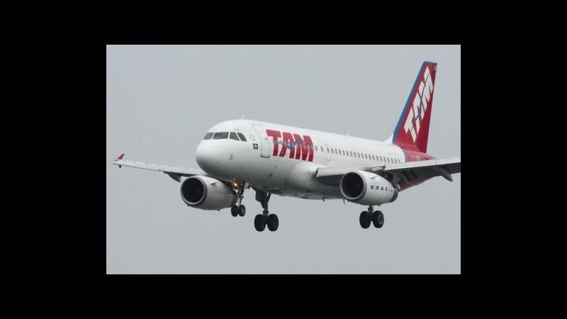 Passeggero assale pilota, atterraggio di emergenza in Brasile