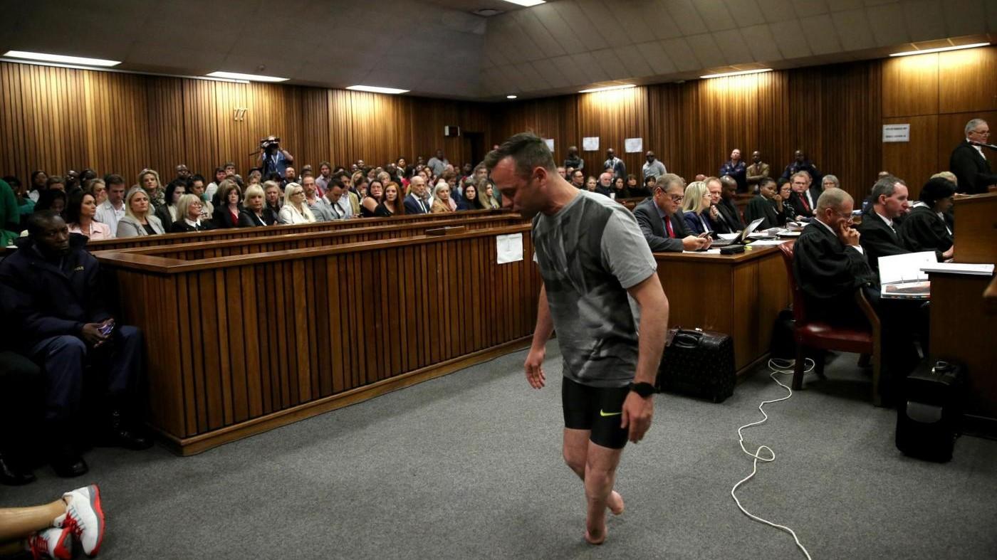 Pistorius in aula senza protesi prova a commuovere i giudici