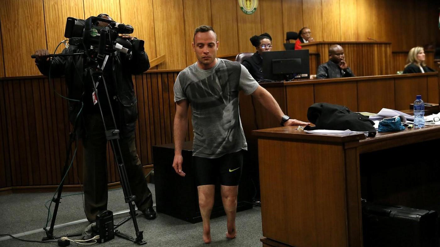 Pistorius, la procura chiede 15 anni: lui in aula senza protesi