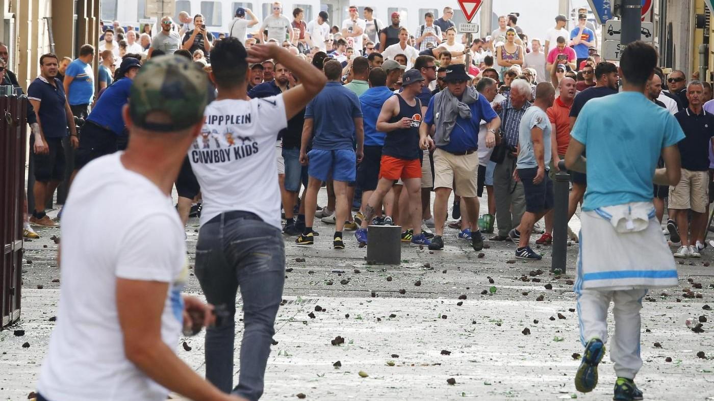 Euro 2016, scontri a Marsiglia: espulsione per 20 tifosi russi