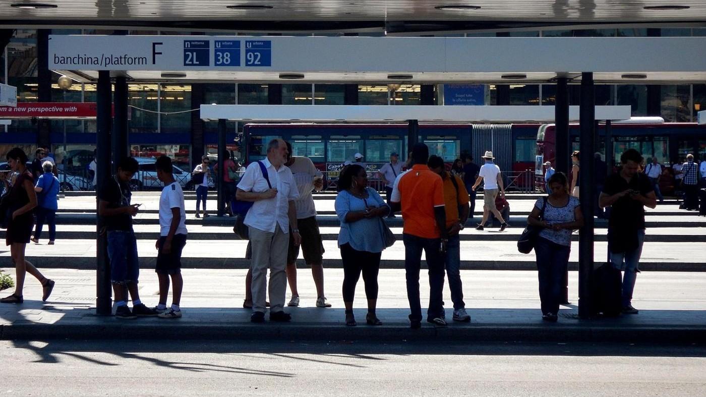Milano, rapina donna incinta sul tram: arrestato 21enne