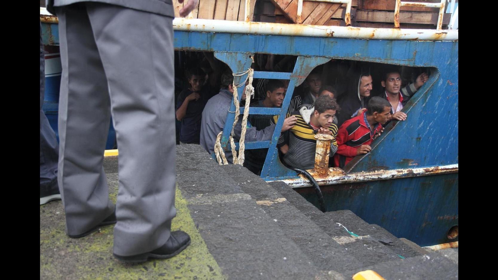 Sbarchi, barcone con 25 cadaveri: convalidati fermi di sei scafisti