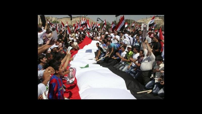 Siria, anniversario inizio rivolta: corteo pro-Assad a Damasco